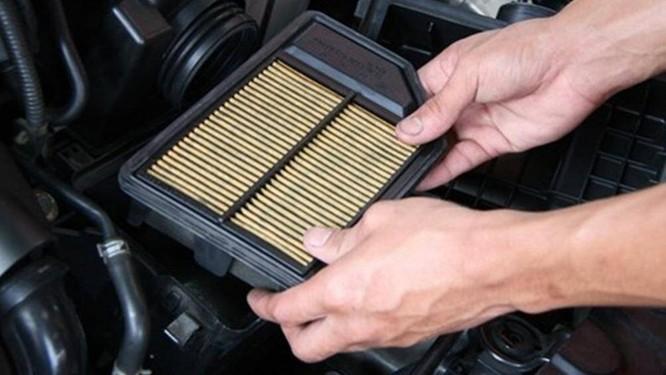 """Để đảm bảo xe vận hành ổn định, chủ xe nên vệ sinh """"lá chắn"""" này sau khoảng 5.000 km và thay thế mới từ 20.000 đến 30.000 km di chuyển"""