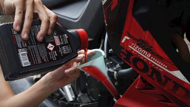 Bảo dưỡng, đi kèm thay dầu là những việc nên duy trì định kỳ nếu muốn xe máy hoạt động trơn tru