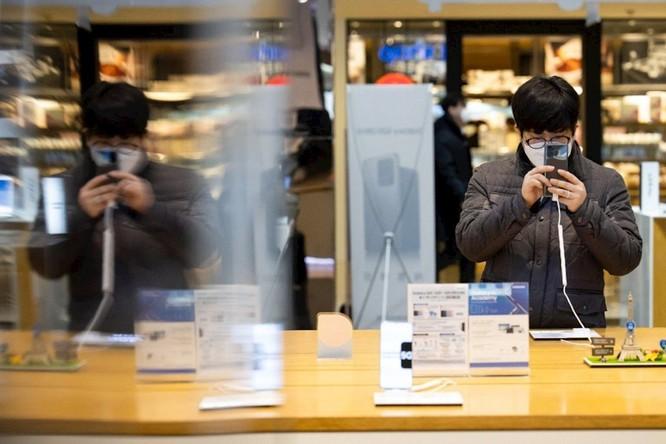Covid-19 sẽ thay đổi vĩnh viễn cách chúng ta mua sắm thiết bị điện tử? ảnh 1