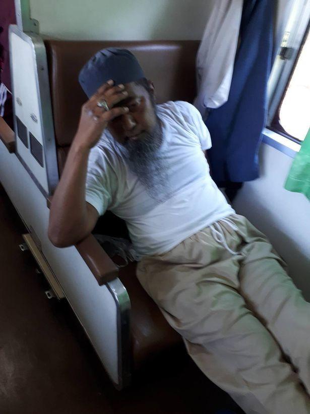 Người đàn ông đã ngã bệnh khi đang ở trên tàu...