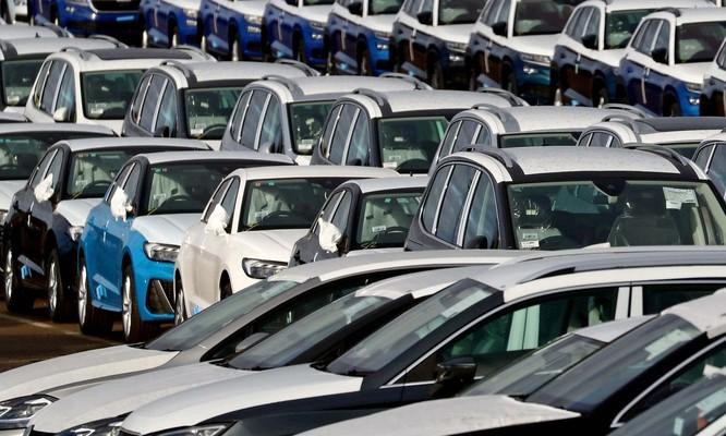 Thị trường ô tô thế giới đang vô cùng ảm đạm trong thời Covid-19. Nguồn: The Guardian.
