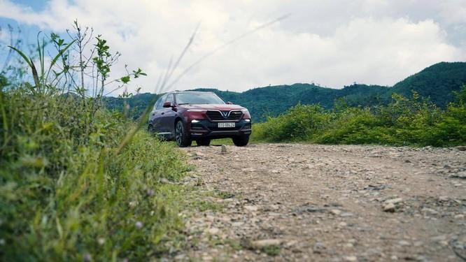 Tốc độ chậm giúp lái xe có thể điều khiển xe đúng hướng và giảm thiệt hại khi gầm xe va vào đá