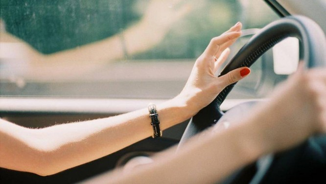 Khi tay lái ô tô bị rung sẽ khiến cho người lái cảm thấy không thoải mái, đồng thời nó sẽ đem lại cảm giác lo âu vì không biết xe ô tô đang gặp phải hư hỏng gì