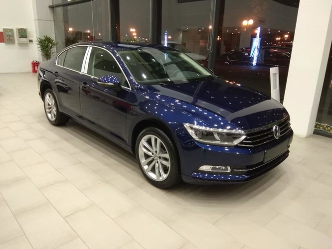 Volkswagen Passat BlueMotion High ưu đãi 177,6 triệu đồng xuống còn 1 tỷ 302,4 triệu đồng.
