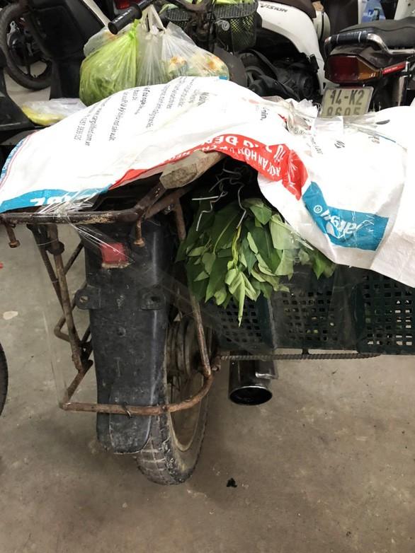 Xe của chị Chinh dùng để bán hàng rong tại khu vực phường Bãi Cháy, TP Hạ Long bị tạm giữ. Ảnh: Tuổi Trẻ