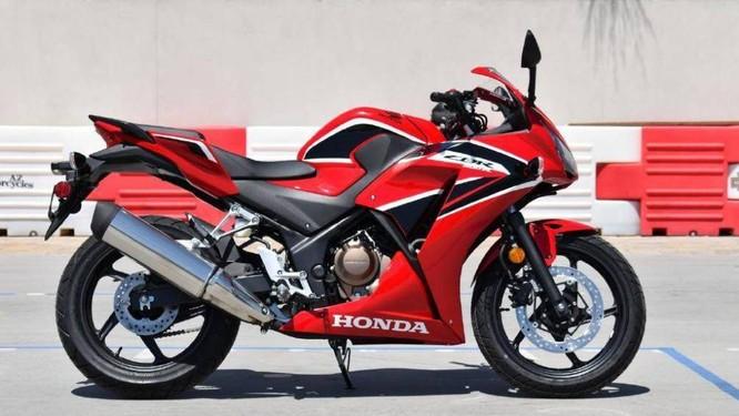 Giá bán của Honda CBR300R rơi vào khoảng từ 154,900 baht (112 triệu đồng)