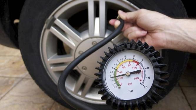 Áp suất lốp sẽ giảm dần trong thời gian xe đậu một chỗ không di chuyển