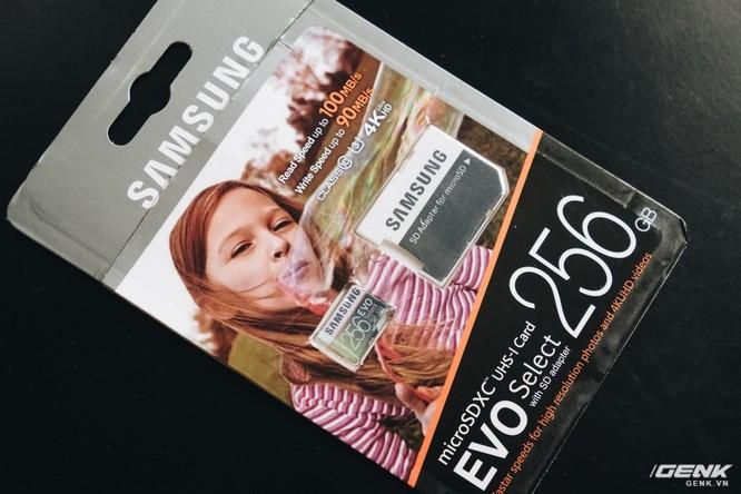 Bao bì của chiếc thẻ nhớ Samsung 256GB