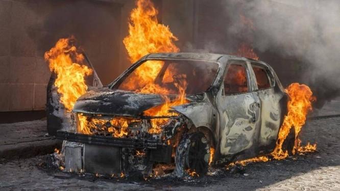 Một vụ cháy xe khi đang lưu thông ở TP.HCM. Ảnh minh họa