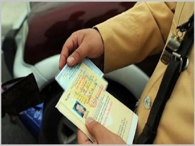 Tài xế bị tước bằng lái 4 lần trong 3 năm sẽ phải học lại, thi lại (ảnh: PLO)