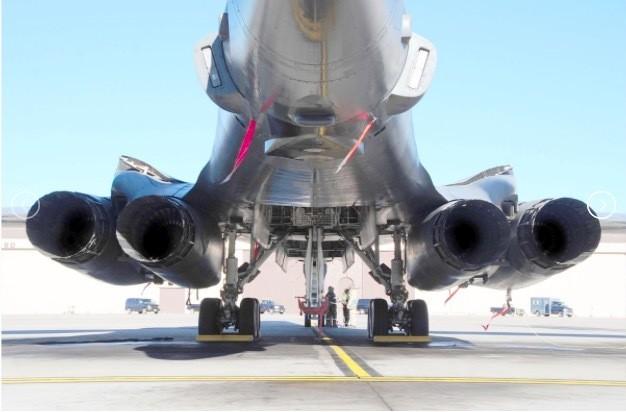 Sức mạnh đặc biệt của máy bay ném bom Mỹ điều tới Biển Đông ảnh 7