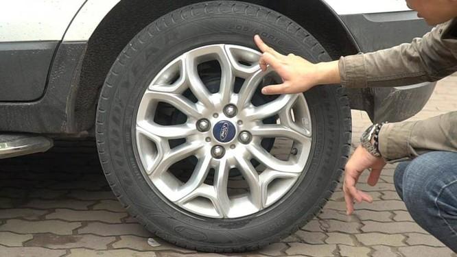Người sử dụng ô tô nên dành thời gian kiểm tra lốp thường xuyên