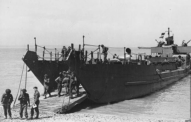 Tìm được tàu đổ bộ mất tích bí ẩn từ Thế chiến II ảnh 2