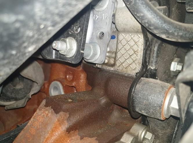 Động cơ Ford bị lỗi thấm dầu. Ảnh từ group những người sử dụng Ranger, Raptor, Everest Biturbo 2.0 bị lỗi