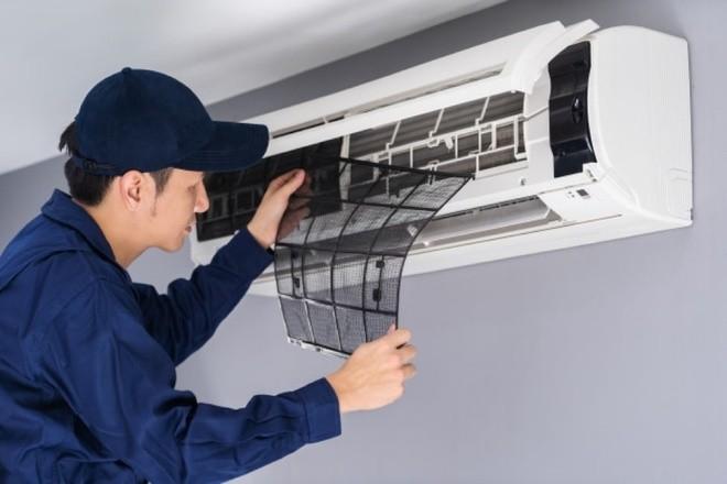 Thời gian vệ sinh định kỳ cho máy lạnh hộ gia đình là 3-4 tháng.
