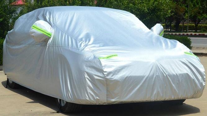 Khi đã chọn bạt chống nóng có kích cỡ phù hợp với xe, bạt sẽ ôm sát gọn vào thân xe, không bị phồng lên khi phủ