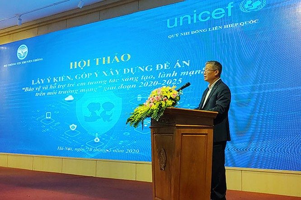 Thứ trưởng Bộ TT&TT Nguyễn Thành Hưng phát biểu khai mạc hội thảo (Ảnh: Vân Anh)