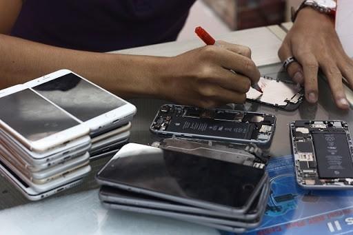 Người dùng nên tìm các cửa hàng uy tín khi mua iPhone cũ