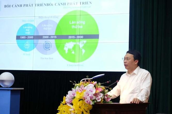 Ông Nguyễn Huy Dũng - Cục trưởng Cục Tin học hóa (Bộ TT&TT) chia sẻ về kịch bản chuyển đổi số tại buổi làm việc. Ảnh: Trọng Đạt.