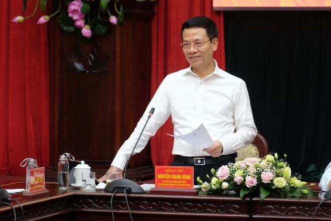 Bộ trưởng Bộ TT&TT Nguyễn Mạnh Hùng chia sẻ tại buổi làm việc. Ảnh: Trọng Đạt.