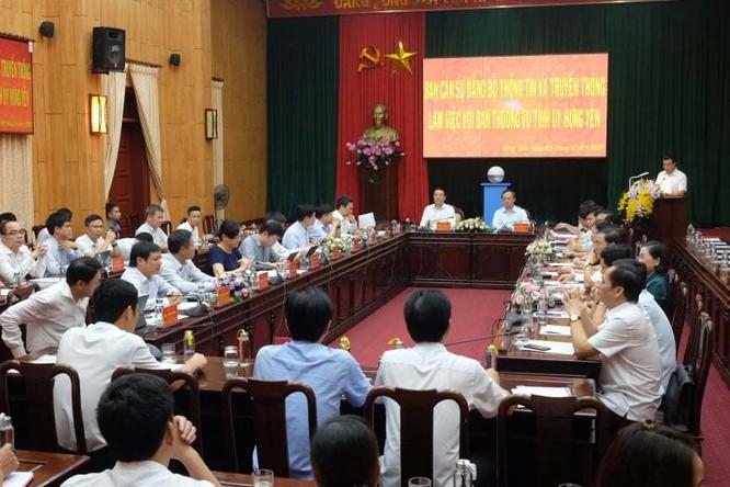 Buổi làm việc giữa đoàn công tác Ban cán sự Đảng Bộ TT&TT và Ban Thường vụ Tỉnh ủy Hưng Yên sáng 5/6. Ảnh: Trọng Đạt.