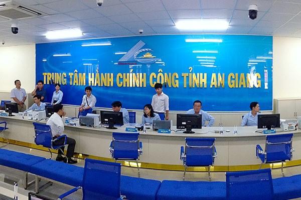 Việc triển khai dịch vụ chứng thực bản sao điện tử sẽ hỗ trợ cho chính quyền các cấp trong cung cấp dịch vụ công trực tuyến phục vụ người dân và doanh nghiệp (Ảnh minh họa: tuyengiaoangiang.vn)