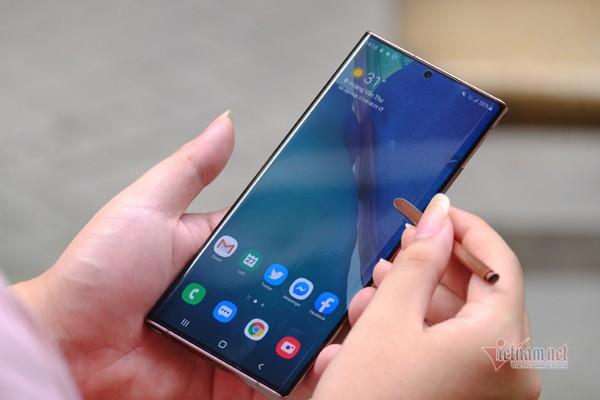 Galaxy Note 20 vừa bán đã thanh lý, giá giảm cả chục triệu đồng. Ảnh: Trọng Đạt