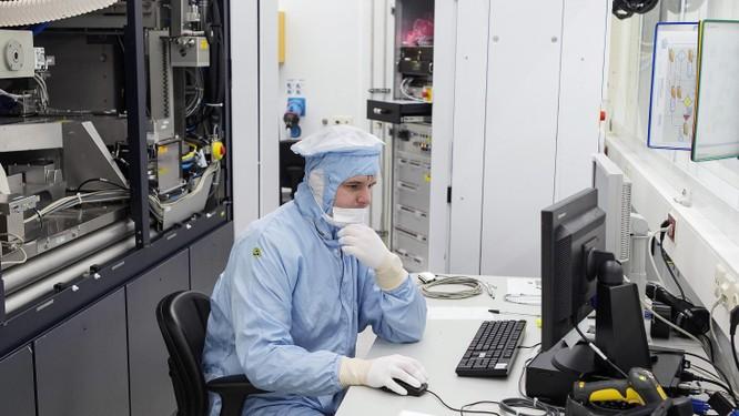 Công nghệ Mỹ vẫn đang thống trị trong các khâu quan trọng nhất của quá trình thiết kế, sản xuất chip. Ảnh: Nikkei.