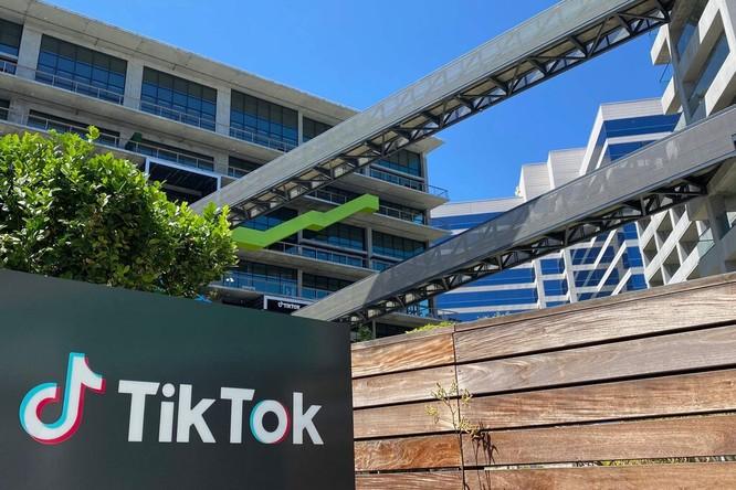 TikTok đang là mục tiêu mới của Nhà Trắng trong việc loại bỏ các ứng dụng, mạng xã hội Trung Quốc khỏi nước Mỹ.