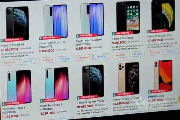 Giá iPhone tại Việt Nam đồng loạt giảm sốc. Ảnh: Trọng Đạt