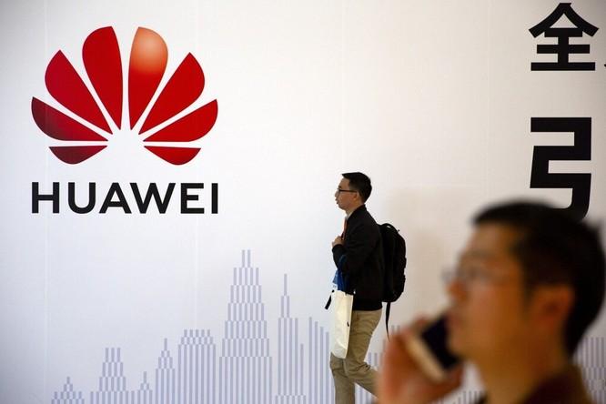 Các lệnh cấm của Mỹ đang đẩy Huawei vào tình thế sinh tử. Ảnh: AP.