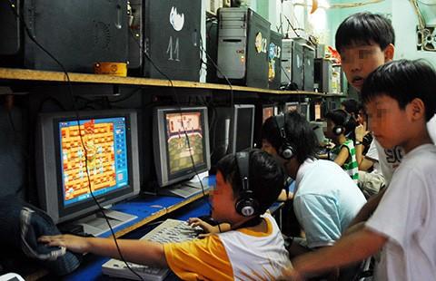 Thời hoàng kim, quán net thu hút đông đảo người chơi game online ở đủ mọi lứa tuổi.