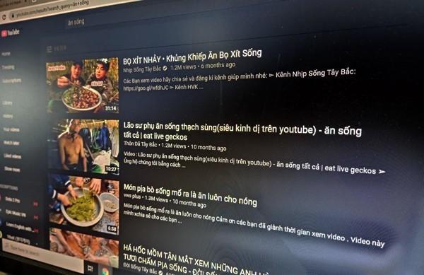 Nội dung ăn thức ăn sống phản văn hóa đang ngập tràn YouTube