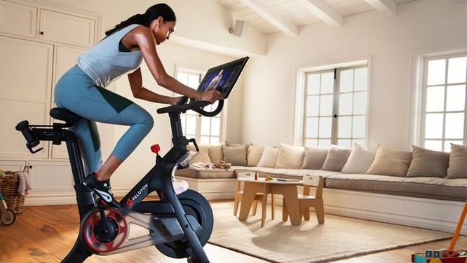 Peloton là đối thủ mới nhất của Apple. Công ty này bán xe đạp tập luyện cùng các gói tập, có giá tới 30 USD/tháng. Ảnh: Peloton.