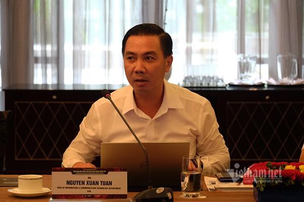 Ông Nguyễn Xuân Tuấn - Trưởng ban Viễn thông và CNTT tập đoàn Điện lực Việt Nam (EVN) chia sẻ những khó khăn về công tác tài chính khi đầu tư cho CNTT. Ảnh: Trọng Đạt