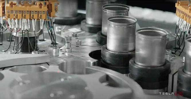 Mẫu pin 4680 được sản xuất thử nghiệm trên dây truyền của nhà máy Nevada ở Mỹ. Ảnh: Tesla.
