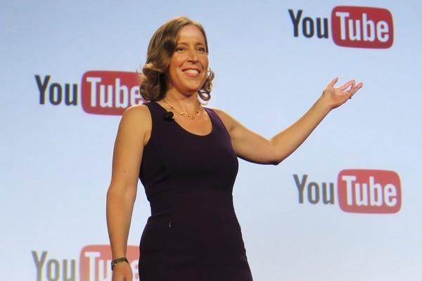 Susan Wojcicki, CEO của YouTube từ năm 2014, nhận nhiều chỉ trích vì chỉ tập trung vào việc gia tăng view trên nền tảng này