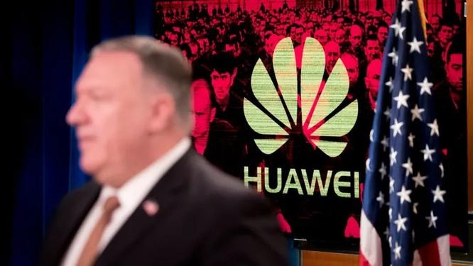 Không công ty nào muốn nhận lại kết cục giống Huawei. Ảnh: AP.