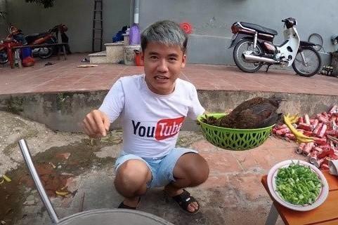 Gia đình Bà Tân Vlog - các YouTuber chuyên sản xuất video nhảm nhí ảnh 6