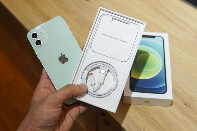 Bỏ bộ sạc - chiến lược thúc đẩy mảng phụ kiện của Apple ảnh 1