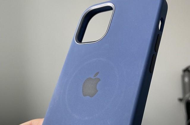 Apple thừa nhận những tác hại không ngờ khi dùng sạc MagSafe trên iPhone 12 ảnh 2