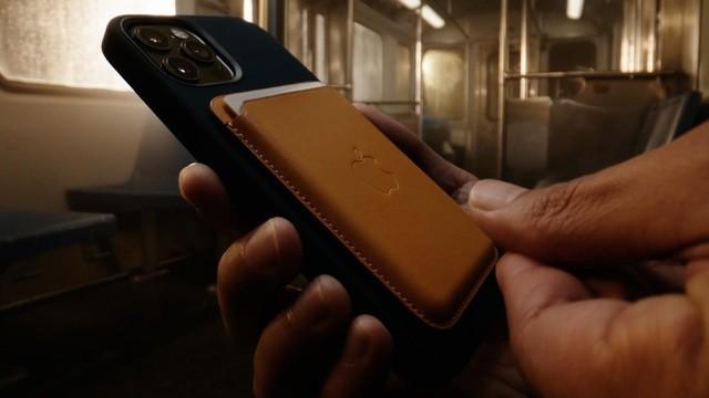 Apple thừa nhận những tác hại không ngờ khi dùng sạc MagSafe trên iPhone 12 ảnh 1