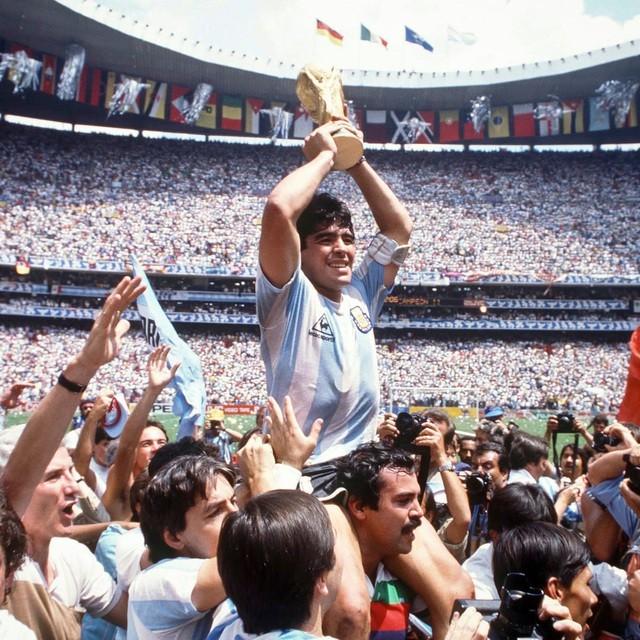 Dân mạng treo hashtag Maradona tưởng nhớ huyền thoại bóng đá Argentina ảnh 3