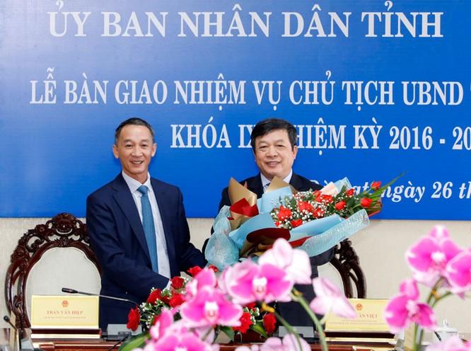 Bàn giao nhiệm vụ Chủ tịch UBND tỉnh Lâm Đồng khoá IX, nhiệm kỳ 2016 - 2021 ảnh 2
