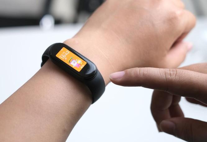 5 smartwatch giá rẻ đáng chú ý ảnh 5