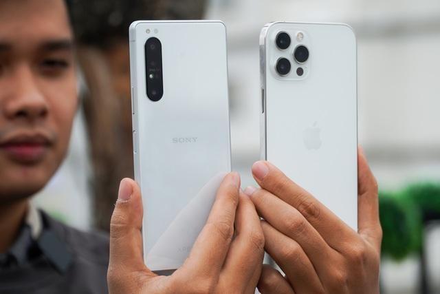 Sony Xperia 1 II đọ dáng iPhone 12 Pro Max: 30 triệu chọn smartphone nào? ảnh 8