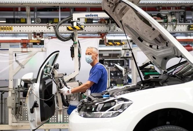 Các hãng ô tô toàn cầu có thể mất 61 tỷ USD do thiếu hụt chất bán dẫn ảnh 1