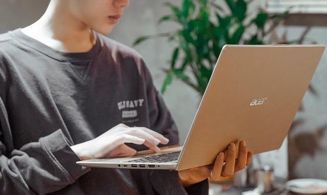 Dịch bệnh đang khiến laptop hút khách hơn điện thoại ảnh 2
