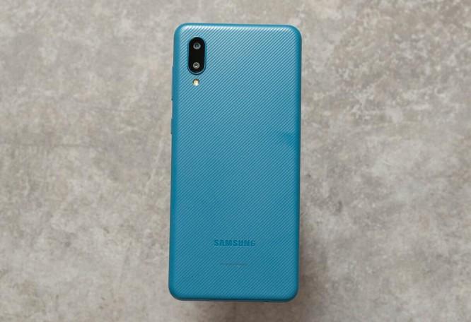 5 smartphone phổ thông nổi bật ảnh 1