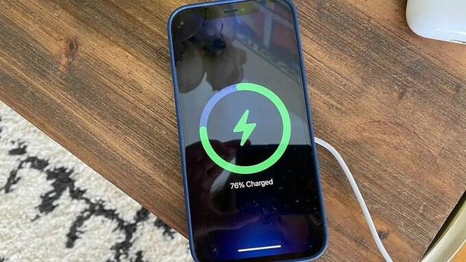 Apple khuyến cáo không sạc iPhone qua đêm ảnh 1